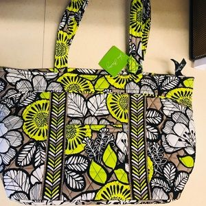 New with tags Vera Bradley purse. Never used!